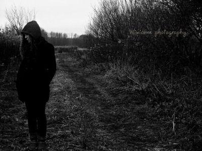 Akit szeretsz,ne bántsd,ne sértsd, Egy rossz szó is éppen elég, Hogy rádobja a szenvedés, És a bánat fellegét. Hiába süt ki majd a nap, Hiába mosolyog, A meg nem érdemelt seb ég, És mindig fájni fog.