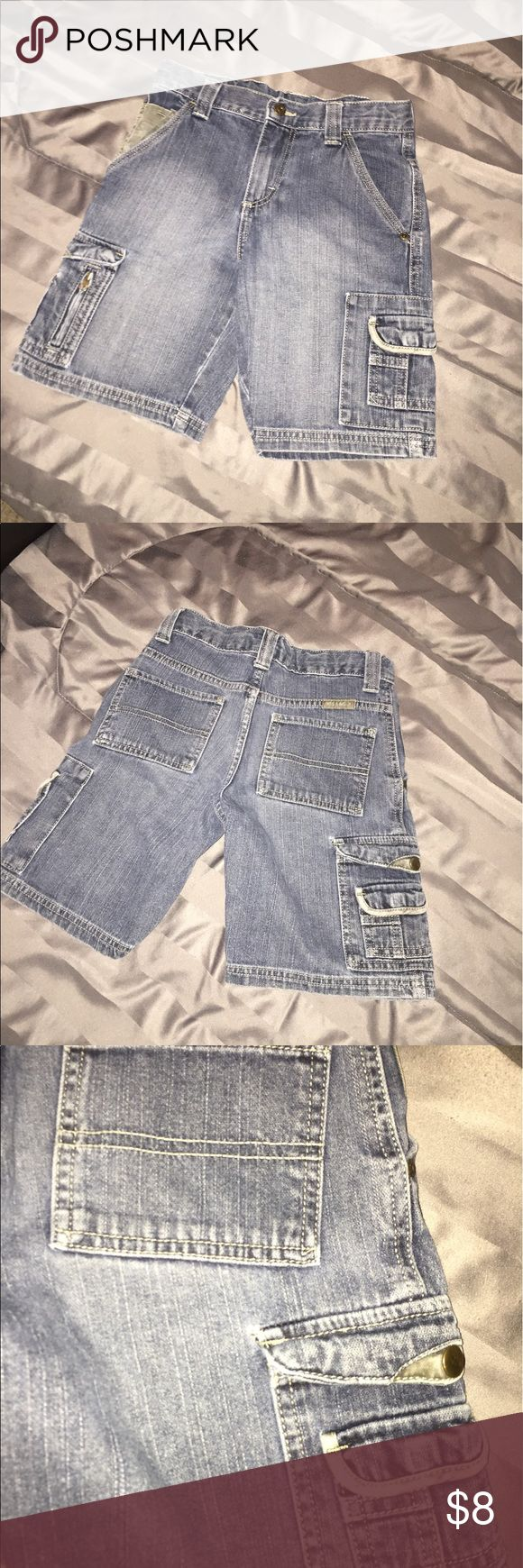 🔴4 FOR $10🔴WRANGLER CARGO JEAN SHORTS SIZE 7 CUTE BOYS WRANGLER CARGO JEANS SIZE 7.  IN GOOD CONDITION.  ONLY FLAW IS THE LITTLE HOLE BY THE POCKET.  NOT TOO SERIOUS THOUGH.  ADJUSTABLE WAIST.  💗GREAT DEALS!  EVERYTHING $10 AND UNDER IS 4 FOR $10!  EVERYTHING UNDER $20 IS 3 FOR $20.  PLEASE LET ME KNOW IF YOU HAVE ANY QUESTIONS!! 💗 Wrangler Bottoms Shorts