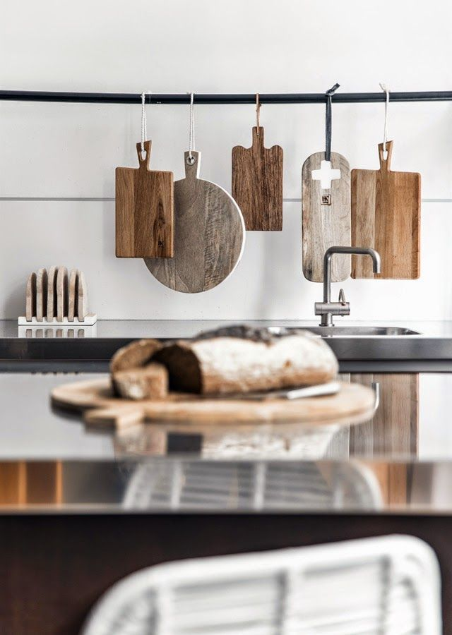 Okay, so not really a color combo, but don't these various kinds of wood look great together?! Together with the stainless steel it's absolutely delectable.