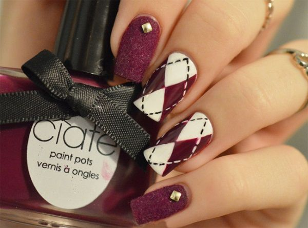 Great looking white and maroon nail art design. The nail art features an alternating white and maroon nail art design coupled with maroon glitter polish.