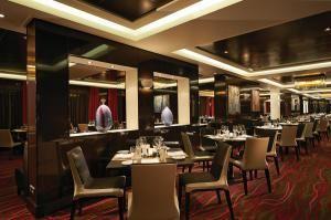 28 Dining Options on the Norwegian Getaway: Taste Restaurant