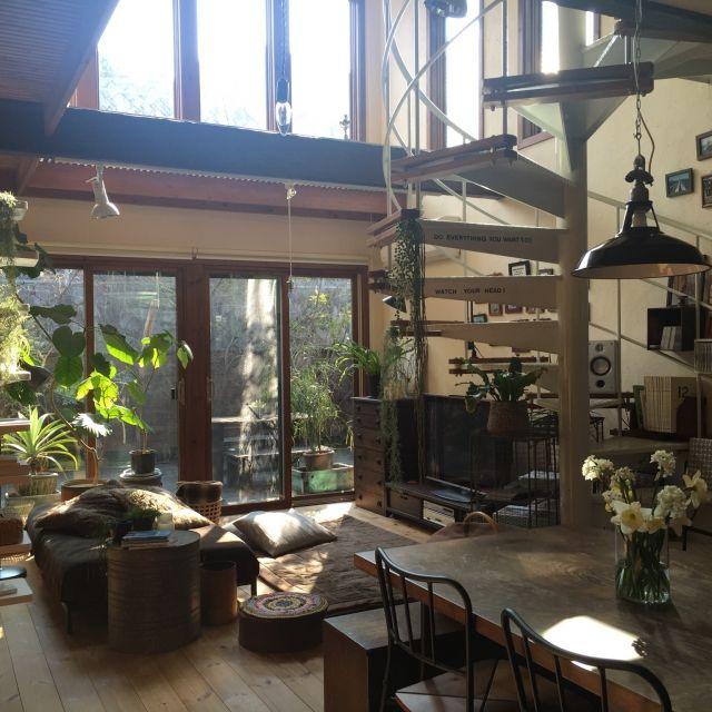 yururi-8239223さんの、いなざうるす屋さんニコアンド,螺旋階段,IKEA,いなざうるす屋さん,水仙,加工なし,朝,ダイニングテーブル,花のある暮らし,NO GREEN NO LIFE,Overview,のお部屋写真
