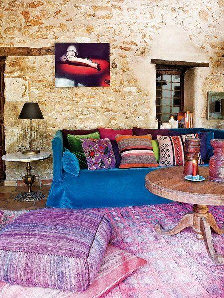 Salón en tonos azules y fresas