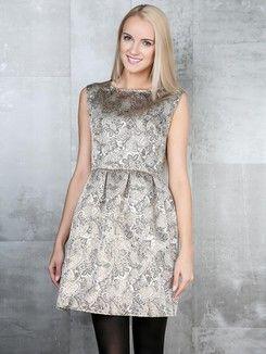 Prześliczna sukienka na ważniejsze okazje, na prawdę fajnie ona wygląda :) Takie właśnie sukienki będą najmodniejsze