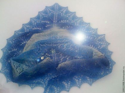Шаль Бело-голубая - голубой,рисунок,шаль,шаль вязаная,шаль ажурная,шаль спицами