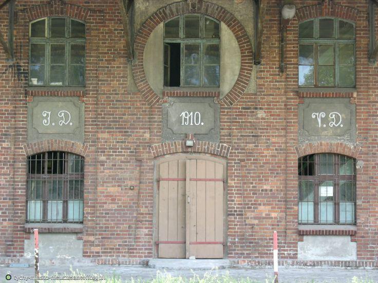 © http://tychy-miasto-nieuczesane.flog.pl/ Pierwszy parowy młyn w Tychach (ul. Starokościelna, 1910)