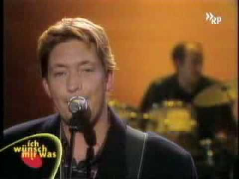 ▶ Chris Rea : Driving Home For Christmas  Driving home for Christmas Oh, I can't wait to see those faces