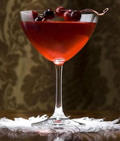 Low-calorie cran-merry margarita  http://thegardeningcook.com/red-cocktails-and-drinks/