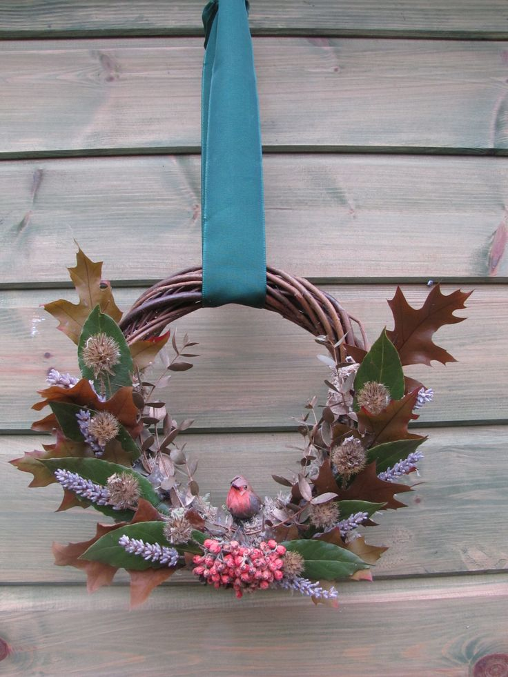 A little Birch Robin wreath, with Oak leaves and Berries