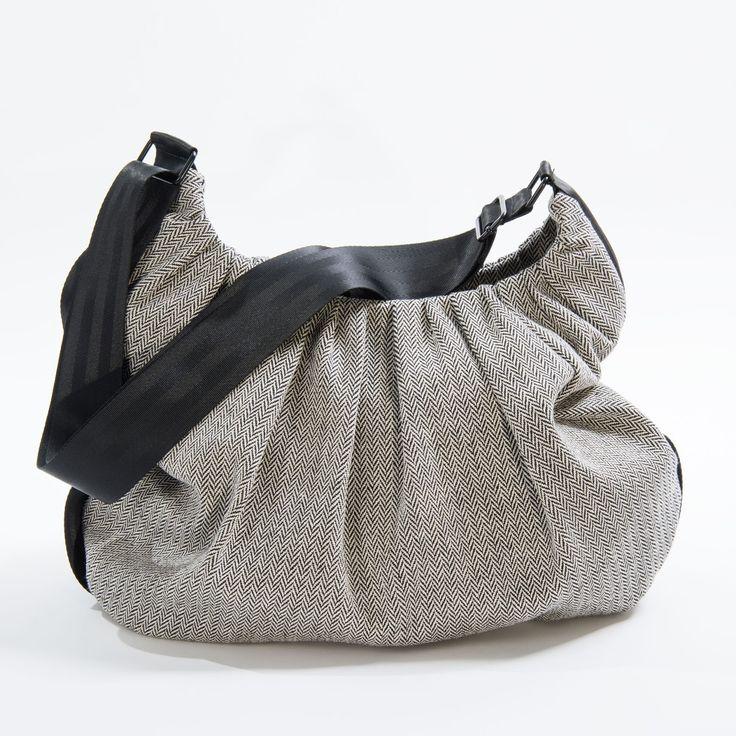 Da questa settimana fino al 5 agosto (ultimo giorno prima delle vacanze estive!) tutti gli abiti SKUNKFUNK ribassati a -50%, le borse e gli ...