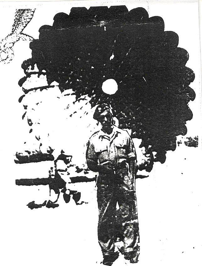 Leon Skrzyniarz w umundurowaniu spadochroniarskim. Zdjęcie wykonano w Elie w sierpniu 1943 r. przed ostatnimi ćwiczeniami.