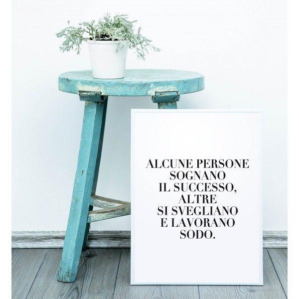 Questo poster, appeso in casa o in ufficio, ci motiva a coltivare la perseveranza per raggiungere i nostri obiettivi.