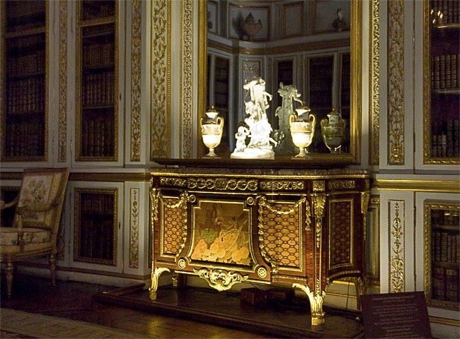 Biblioth que de louis xvi commode command e par louis xvi for Chambre louis xvi versailles