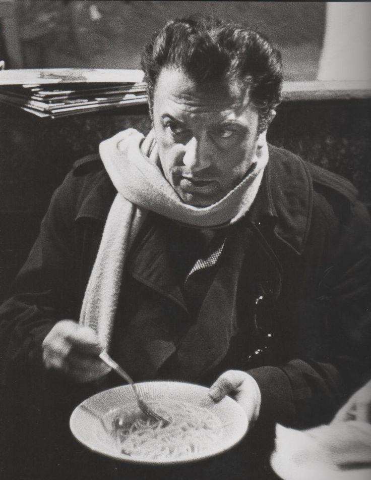 Fellini eating spaghetti