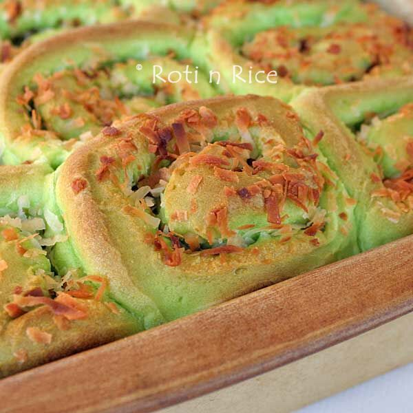 Coconut Pandan Rolls - very dry, not much pandan or coconut flavour
