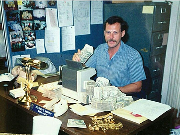 Steve Murphy taking inventory of cash and jewelry. His experience in Colombia helped the production