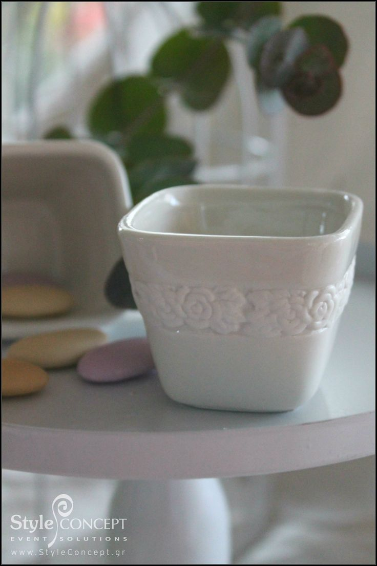 This chic porcelain favor gives inspiration to create the perfect vintage wedding concept.   #wedding #porcelain #favor