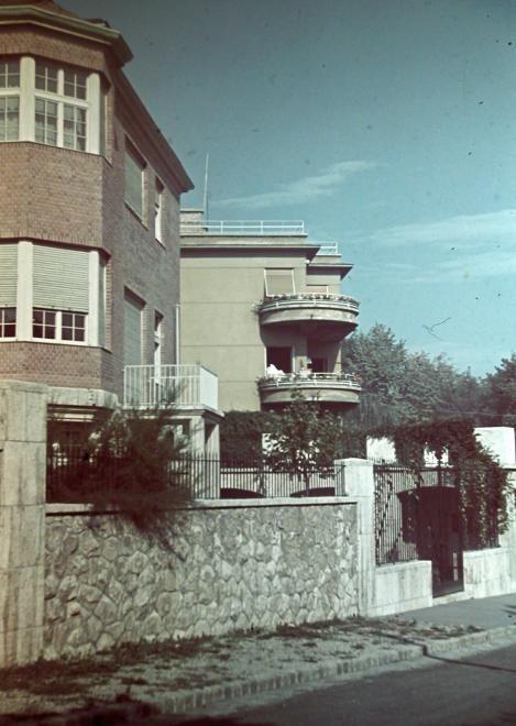 Kissvábhegy, Roskovics utca 8. és 10. sz. épület.