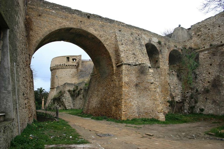 Castello Carlo V - Crotone, Calabria. Oh my little castle!