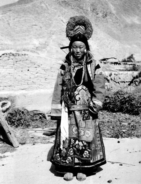Tu girl with richly dressed, Shangshuimo, Qinghai Province. Zhuang Xueben, 1937 (Image courtesy of Zhuang Wenjun