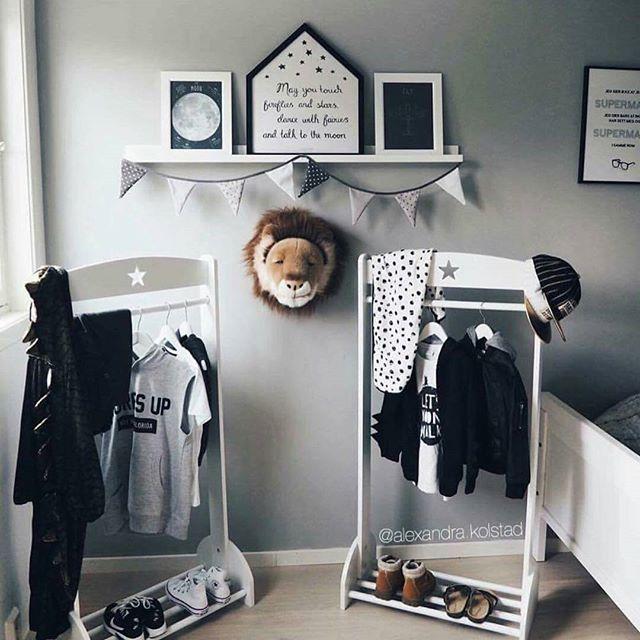 Supertøft rom hos @alexandra.kolstad  Sjekk utvalget av dyrehoder på miniverden.no.  #miniverden #brigbys #dyrehode #barnerom #barneinteriør #barneinspo #barsel #permisjon #babyverden #babyrom #foreldreogbarn