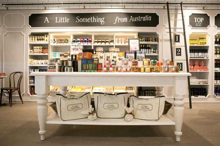 Красивый интерьер магазина для туристов A Little Something в Сиднее