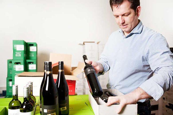 Martin Fink - Wein verpacken