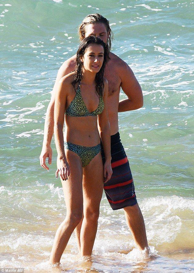 Isabella Giovinazzo.. #homeandaway #beach #summerbay #bikini