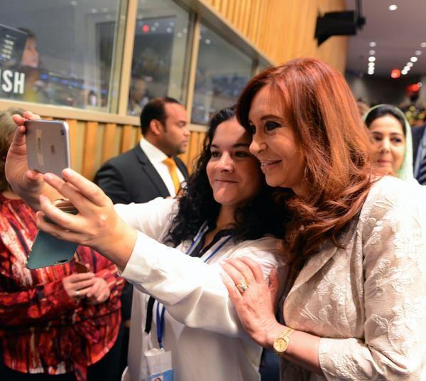 Reunión de ONU Mujeres y encuentros con Xi Jinping, Nicolás Maduro y Raúl Castro, que me dio las fotos con Fidel de mi visita a La Habana --- http://www.cfkargentina.com/cristina-kirchner-en-twitter-domingo-en-nueva-york-dia-de-trabajo-onu/