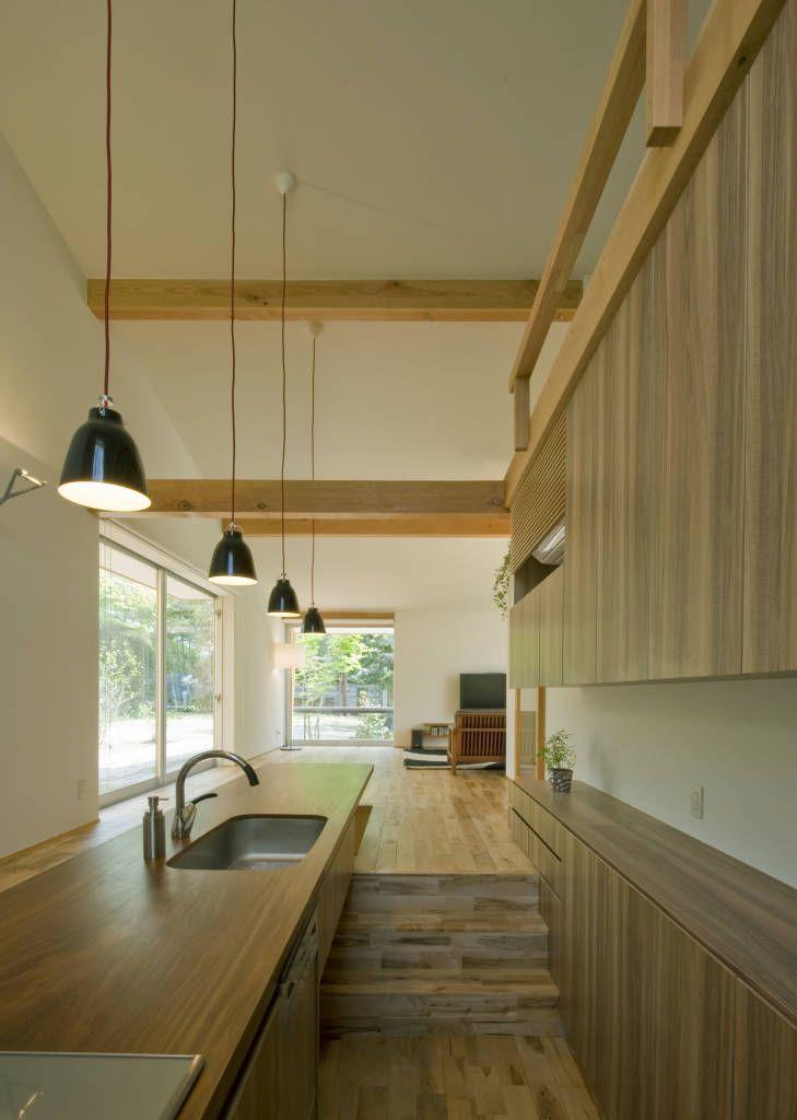 translation missing: jp.style.キッチン.modernキッチンのデザイン:チ-クの1枚板で出来たキッチンと食卓をご紹介。こちらでお気に入りのキッチンデザインを見つけて、自分だけの素敵な家を完成させましょう。
