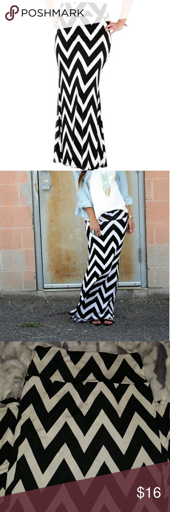 Black and White chevron maxi skirt Black and White chevron maxi skirt   Fitted at hips ,  flared out on the bottom ( semi- mermaid fit)  Worn twice,in  great condition   Size: Juniors XL  Very comfortable,  top band can be rolled down to adjust the length 😉  Comes from smoke and pet free home 🤗 XOXO Skirts Maxi
