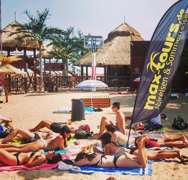 Sonnenbaden am Goldstrand in Bulgarien an unserem Beachpoint #beachday #goldstrand #bestesleben #relaxing #maxtours