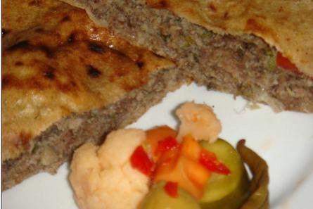 Das perfekte syrische Hackfleisch Brote-Rezept mit Bild und einfacher Schritt-für-Schritt-Anleitung: Hackfleisch, Tomaten, Paprika, Zwiebeln und die…