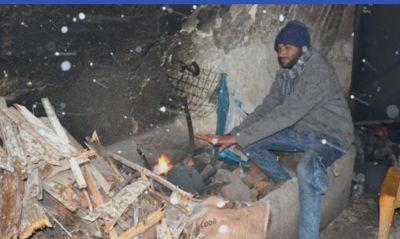 Ντροπή: Πρόσφυγες της Μόριας ψάχνουν καταφύγιο στο κάστρο για να ζεσταθούν
