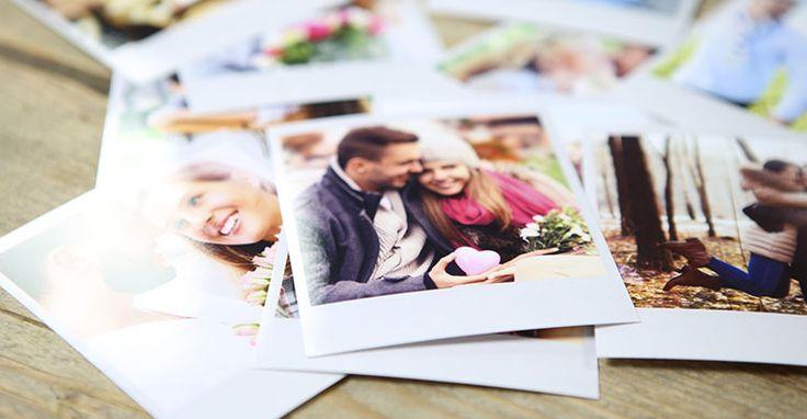 Je mooiste foto's laat je online in Polaroid-stijl ontwikkelen als Polaprints. Je foto's worden scherp afgedrukt en krijgen de klassieke layout met het witte kader mee. Voeg online een leuke tekst toe aan je Polaprints in het foto bewerkingsprogramma of beschrijf ze zelf nadat je ze thuis hebt ontvangen. Laat de mooiste momenten als Polaprints ontwikkelen en doe ze cadeau of gebruik ze als decoratie in huis.
