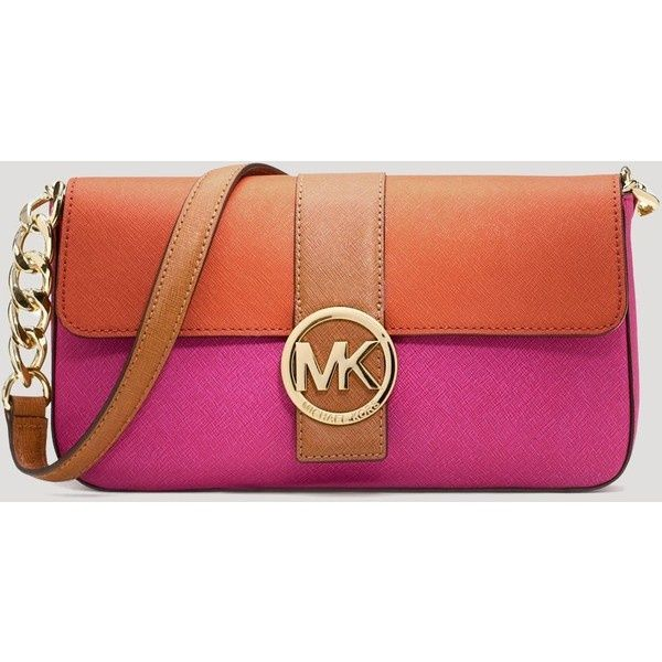 This white Michael Kors bag is perfect for everyone!