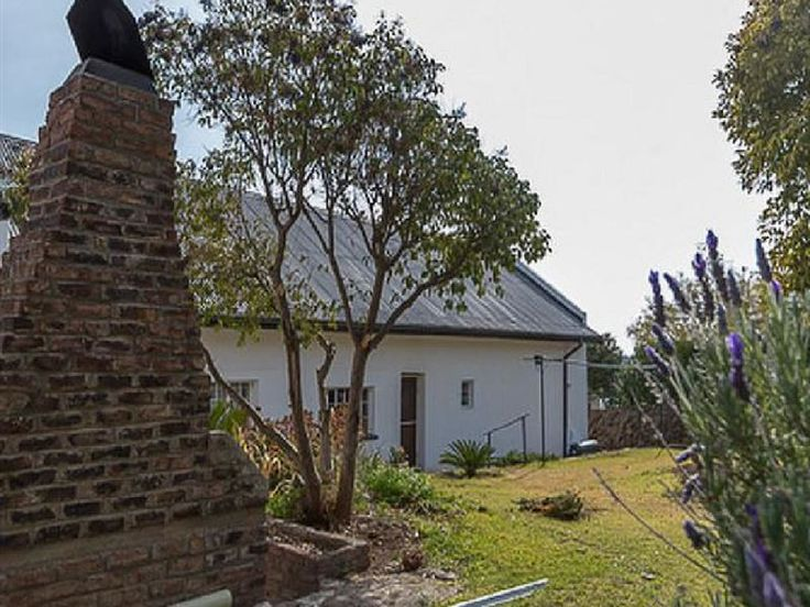 Sawadee - Sawadee is situated in the quiet Karoo town of Colesberg.The abode has four bedrooms, catering to a different number of guests in each room. The rooms all contain electric blankets and tea and coffee facilities. ... #weekendgetaways #colesberg #southafrica