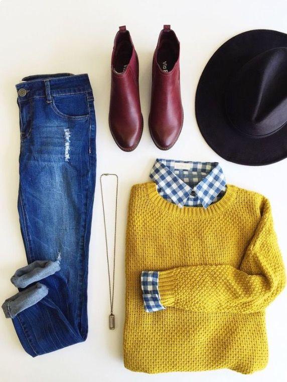 Sombrero negro, jean azul doblado de las puntas camisa de cuadros y sweter amarillo, botines cafes