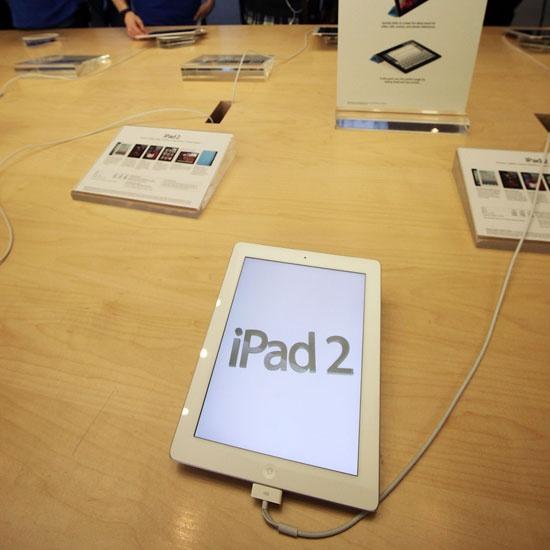 Apple Cuts iPad 2 Price - www.geeksugar.com