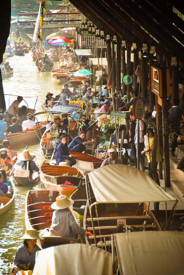 Thailand - floating market How does it feel like shopping for food in this market? Hmmmm