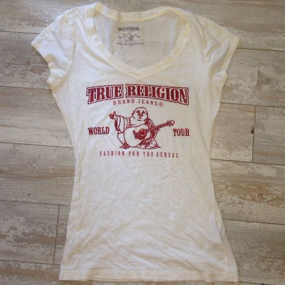 True Religion Ladies Red Bling Tee Short Top True Religion Ladies Red Bling Tee Short Top  PreOwned Size Small Has noticeable pilling    16 Inches. bust unstreached True Religion Tops Tees - Short Sleeve