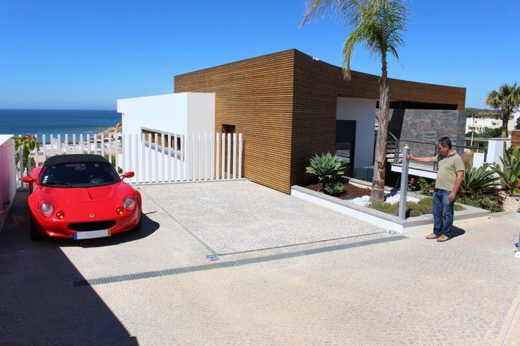 Car lift with roof covering. #carlift #Lagos #Portugal #seaview
