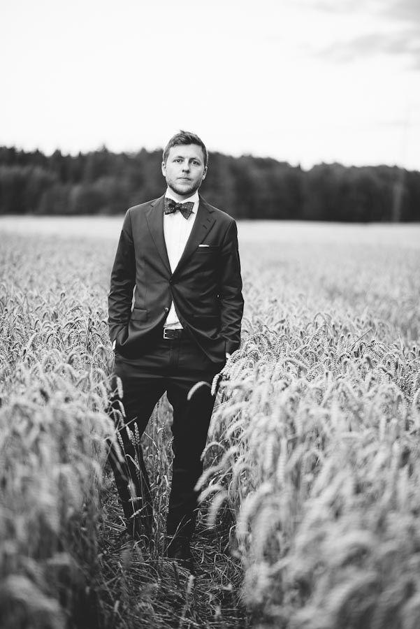 photobymile, bröllopsfotograf, barnwedding, fotograf malinlindner, groom