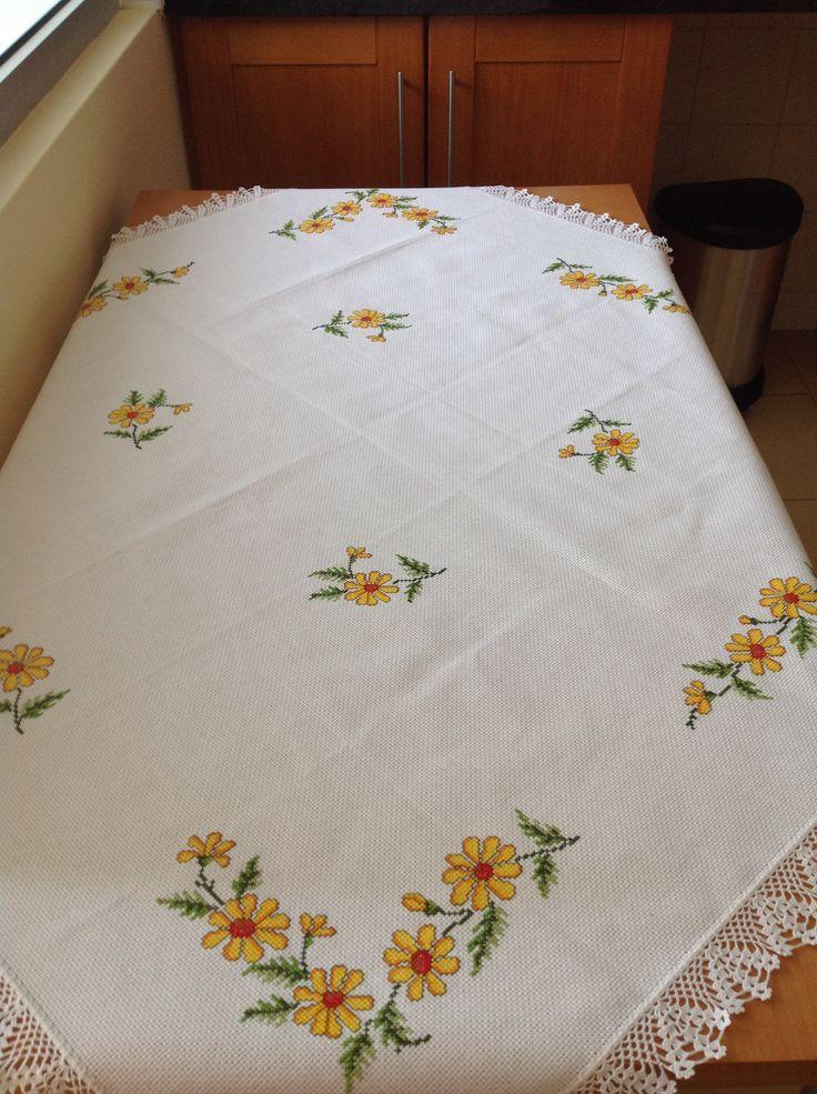 Toalha de mesa com flores amarelas