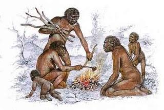 Los seres humanos descubrieron el fuego en el Paleolítico, para ellos fue muy importante porque lo utilizaban para cocinar, calentarse, y ahuyentar a los depredadores.