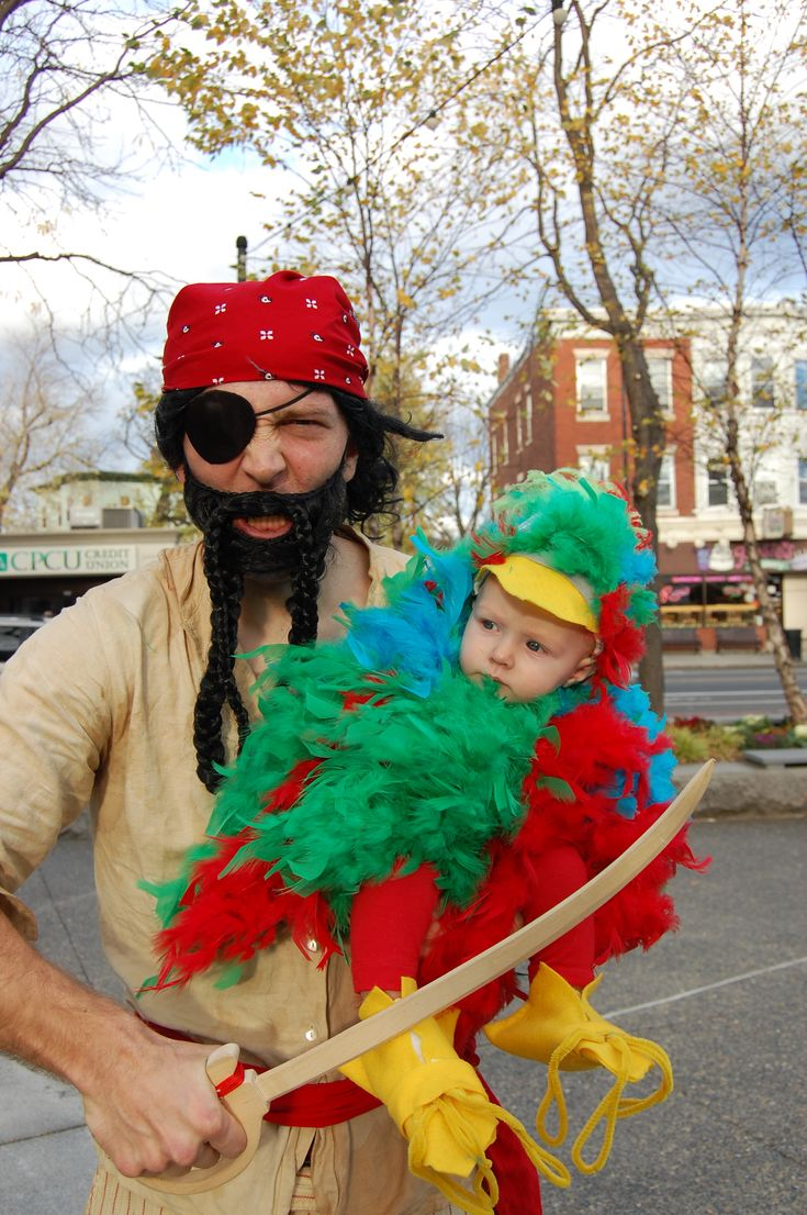 DIY Halloween Costume - Pirate & his parrot