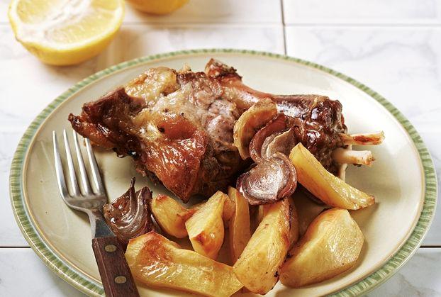 Αρνί της Κυριακής (Αρνί στη γάστρα με πατάτες και μυρωδικά)-featured_image