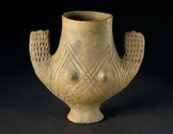 Anthropomorphic vessel, 3.500 - 2.000 BC. Museum of Pre - and Early History - Berlin Late Neolithic Foot vessel in form of a female figure with raised arms and indicated breasts.
