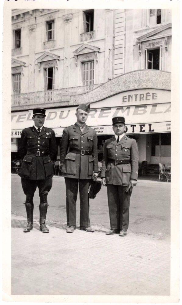 Snapshot officiers gendarmes Hotel du Remblai sables d'Olonne vers 1940