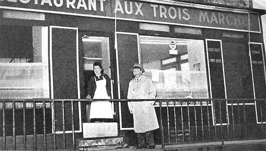 """Georges Simenon était un habitué des cafés de la place Dauphine. Jules Maigret est un habitué de """"la brasserie Dauphine"""", l'équivalent romanesque du restaurant """"Aux trois marches""""."""